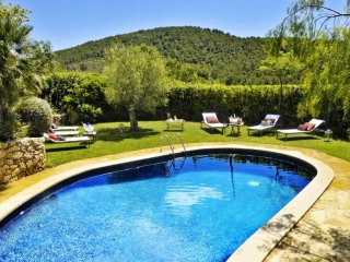 FARMHOUSE CAL SIMO, chill out, pool, BBQ,Beach. Sleeps 20. Sitges - Canyelles vacation rentals