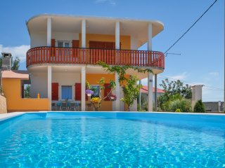 Piccadilly green house with pool - Split vacation rentals