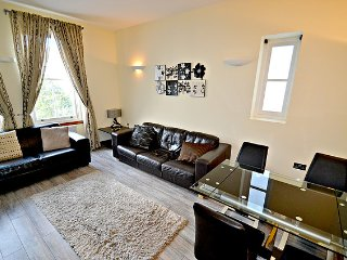 Deluxe Two-Bedroom Apartment - London vacation rentals