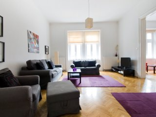 Cozy apt w/3 bedrooms in Budapest center - Budapest vacation rentals