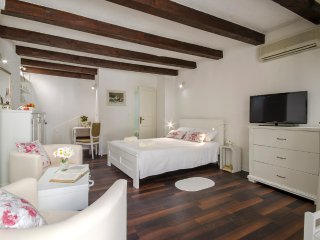 Studio UNA - Rovinj vacation rentals