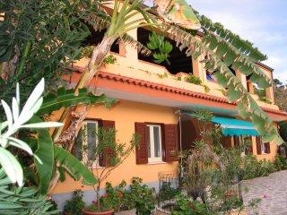 villaggio camping fiorina  situato a  30m dal mare - San Nicolo di Ricadi vacation rentals