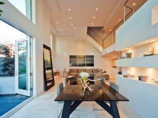 BEACH TOWNHOME 3 BEDROOM 2.5 BATH plus LOFT - Santa Monica vacation rentals