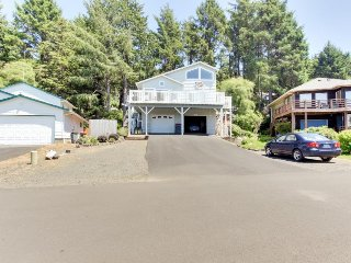 Enjoy ocean views, a wrap-around deck, and a private pool table! - Cannon Beach vacation rentals