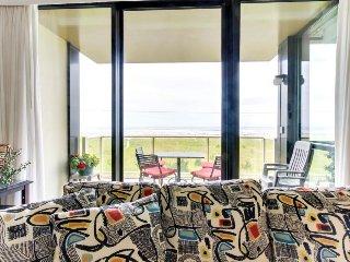 Second-floor, oceanfront condo w/ community pool & sauna! - Seaside vacation rentals