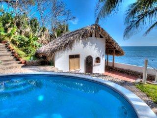 Romantic Oceanside Casita w/Direct Access To Beach - La Libertad Department vacation rentals