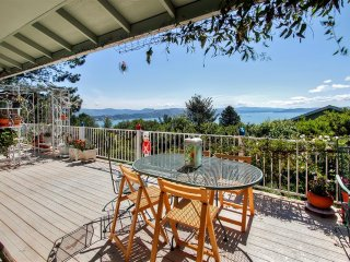 Family-Friendly 3BR Kelseyville Lake House w/Private Hot Tub, Wifi, Huge Deck & Panoramic Clear Lake Views - Near Wineries, Kayaking, Fishing & More! - Kelseyville vacation rentals