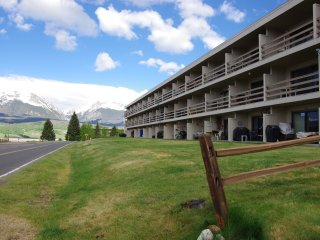 Awesome 2BR Dillon Condo w/Wifi, Hot Tub & Full Kitchen - Enjoy World Class Views of the Rocky Mountains! - Dillon vacation rentals