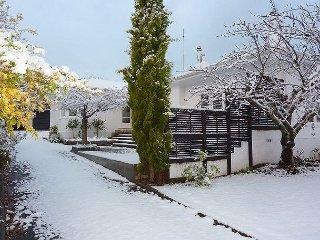 Comfortable 3 bedroom Cottage in Queenstown with Deck - Queenstown vacation rentals