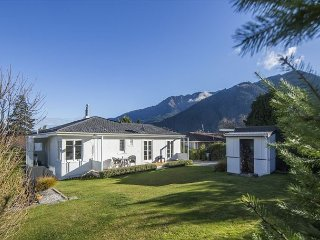 Centrally located townhouse, well equipped with log fire, parking and garden! - Queenstown vacation rentals