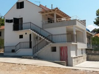Nice Condo with Television and Satellite Or Cable TV - Milna (Brac) vacation rentals
