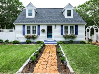 ASHTJ - Cape Style Home with Coastal Decor,  Spacious Deck, Wifi, Room AC - Edgartown vacation rentals