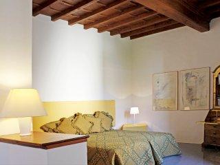 BOBOLI, quiet & bright apartment in Oltrarno - Florence vacation rentals