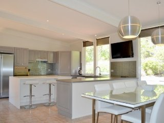 JULIA GR & MELBOURNE RD SORRENTO - (S950662) BOOK NOW FOR SUMMER BEFORE YOU MISS OUT - Sorrento vacation rentals