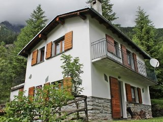 Cozy 2 bedroom Chiesa In Valmalenco House with Internet Access - Chiesa In Valmalenco vacation rentals