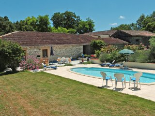 Perfect gite for couples in renovated Quercy barn - Montaigu-de-Quercy vacation rentals