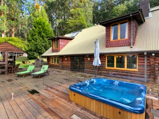 Eagles Nest Luxury Mountain Retreat - Narbethong vacation rentals
