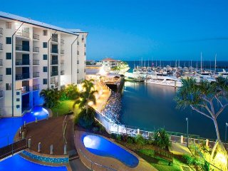 Lovely Apartment in Urangan with Balcony, sleeps 2 - Urangan vacation rentals