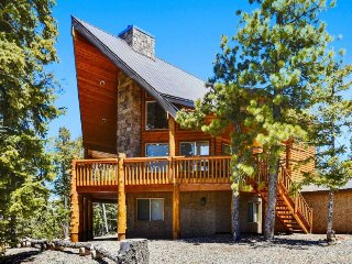Moose Manor - Cabin, 4 Bedrooms + Convertible bed(s), 2 Baths, (Sleeps 8-10) - Duck Creek Village vacation rentals