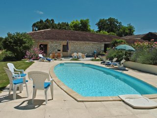 2 bed gite in newly converted Quercy stone barn - Montaigu-de-Quercy vacation rentals
