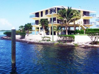 Spacious luxury condo at Gulf Pointe II with Great Fishing Pier & Heated Pool - Marathon vacation rentals