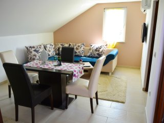 Comfortable 2 bedroom Condo in Vir - Vir vacation rentals