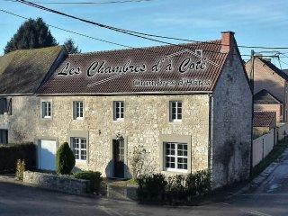 """Les Chambres d'à Côté """"Chambre Le Voyage"""" - Mettet vacation rentals"""