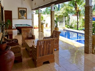 Spacious Villa with A/C and Satellite Or Cable TV in Senggigi - Senggigi vacation rentals