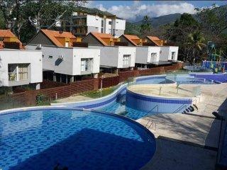 Elegante y Acogedor Apartamento, Piscinas, Todo In - Santa Fe de Antioquia vacation rentals