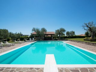 Bright 6 bedroom Moniga del Garda Villa with Internet Access - Moniga del Garda vacation rentals