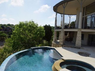Lakeway Lago Villa (Lake Travis Deep Cove) with Beautiful Pool/Spa!! - Lakeway vacation rentals