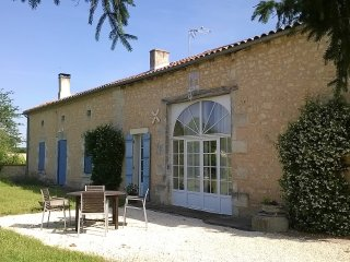 A deux pas d'Aubeterre, mason confortable, piscine - Saint-Antoine-Cumond vacation rentals