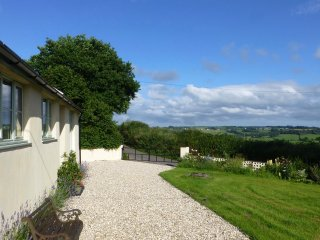 Quiet, cosy detached cottage with large garden - Honiton vacation rentals