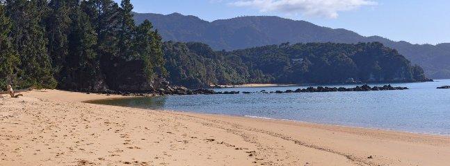 Ngaio Beach House - Ngaio Bay, Kaiteriteri Beachside Bach! - Kaiteriteri vacation rentals