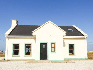 6 STRAND COTTAGES, detached, open fire, sea views and WiFi near Achill Sound, Ref 934816 - Achill Sound vacation rentals
