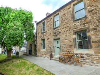 CHURCH COTTAGE, Grade II listed, woodburning stove, WiFi, pet-friendly, in Barnard Castle, Ref 931727 - Barnard Castle vacation rentals