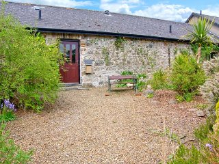 4 ROGESTON COTTAGES, woodburner, romantic retreat, contemporary furnishings and traditional features, near Broad Haven, Ref 936950 - Broad Haven vacation rentals