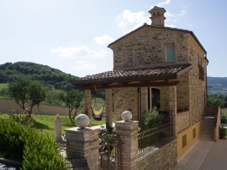 Bea Villa Bea - Casa della piscina - Caldarola vacation rentals