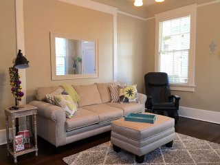 Snazzy 1 Bd Lower Garden District - New Orleans vacation rentals
