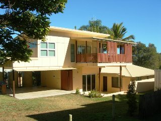 Perfect 3 bedroom Rainbow Beach House with Television - Rainbow Beach vacation rentals