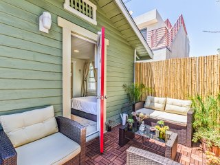 """Conchal Cottage"" Your Quiet Oasis in Hermosa(1+1) - Hermosa Beach vacation rentals"