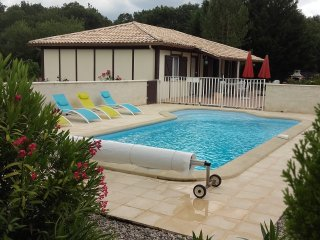 Beautiful 3 bedroom Gite in Villereal with Internet Access - Villereal vacation rentals