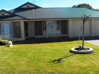 Beautiful 3 bedroom Port Hughes House with A/C - Port Hughes vacation rentals