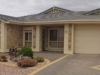 Adorable House in Wallaroo with A/C, sleeps 8 - Wallaroo vacation rentals