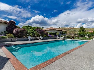 Gorgeous villa with a private pool, tennis court, and gourmet kitchen! - Manson vacation rentals