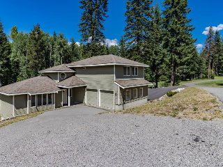 Spacious home on golf course resort w/ wood stove & shared amenities, near lake - Plain vacation rentals