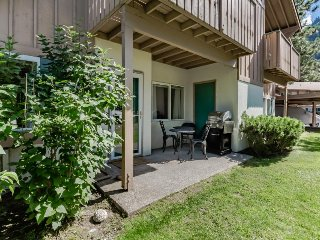 European styling w/ easy access, patio, and mountain view! Right on golf course! - Leavenworth vacation rentals