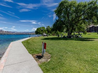 Beautiful condo w/ shared pool, hot tub, easy water access! - Chelan vacation rentals