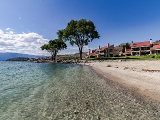 Lakeside retreat for a family of five, shared pools/hot tub! - Chelan vacation rentals