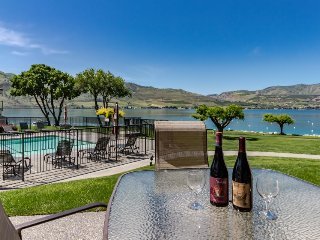 Lakefront condo w/ shared hot tub, pool, and other resort amenities - Chelan vacation rentals